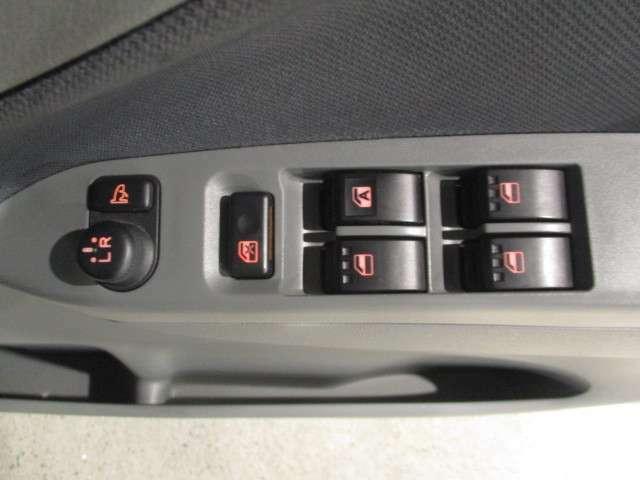 ☆電動格納ドアミラー装備!!スイッチ1つで格納と展開が出来ますよ♪
