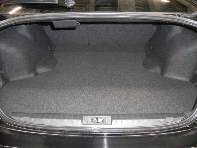 525L(VDA法)というワゴンにも匹敵する大容量を確保したトランクルームには、ゴルフバッグを4つ載せることが可能です♪♪