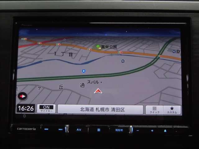8インチの大画面SDナビ装備で初めての道や遠出も安心です!モチロンDVD/テレビの視聴も可能ですので同乗者の方も飽きさせません!!