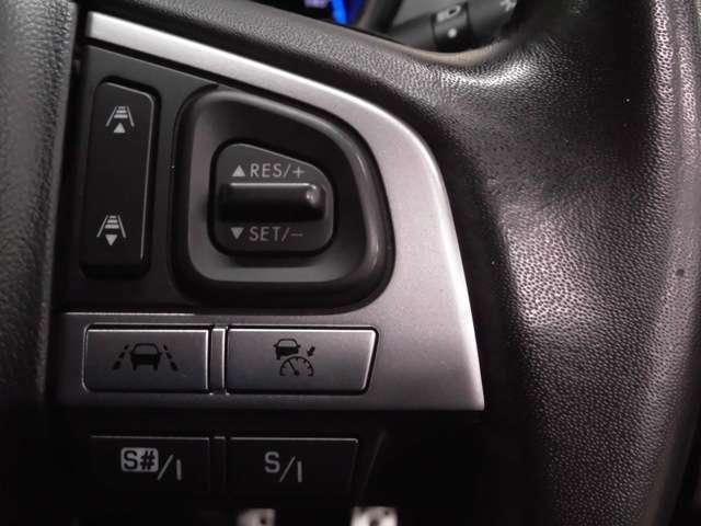 シーンに合わせたエンジン特性をセレクト可能なSI-DRIVEやクルーズコントロール機能を操作可能なステアリングスイッチです!手元で操作が出来ますので、運転中も安心ですよ!!