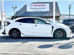 当店には『指定工場』を併設しており、車検・点検整備・カスタマイズなんでもお任せ下さい。Honda車のエキスパートが揃っています♪