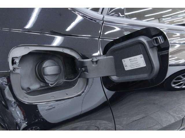 燃料タンク容量は40リットル、使用燃料は無鉛プレミアムガソリンです。