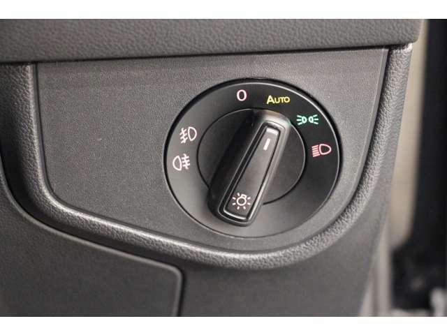 ライトはつまみを回して操作します。オートライト付きなので点灯し忘れや消し忘れもなく安心です。