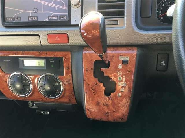 【後席エアコン】後席でも前席とは別に温度を調節できるので、乗ってる人全員が快適な車内空間を過ごせます!