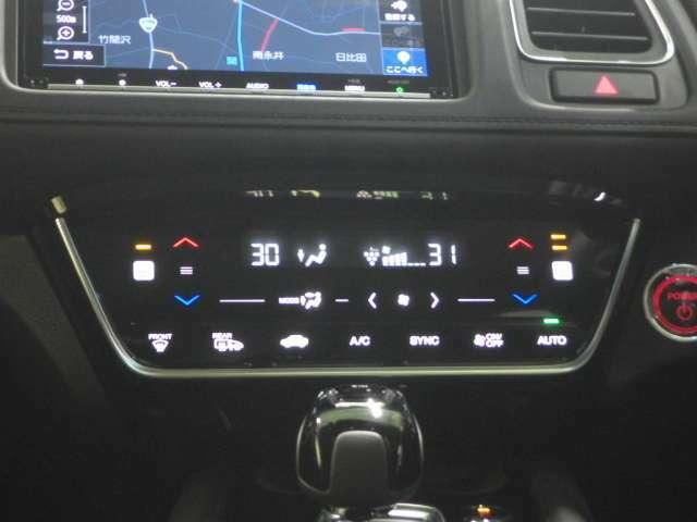 【デュアルエアコン&シートヒーター】運転席側と助手席側で独立して温度設定が可能なデュアルフルオートエアコンを装備しております!更に寒い時期に大活躍の、シートヒーター付きです!