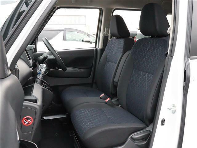 【 運転席 / 助手席 】大人4人でも快適に過ごせるゆとりある空間となっております!