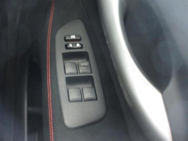 料金所などで便利な、運転席オート機能付パワーウィンドウです。