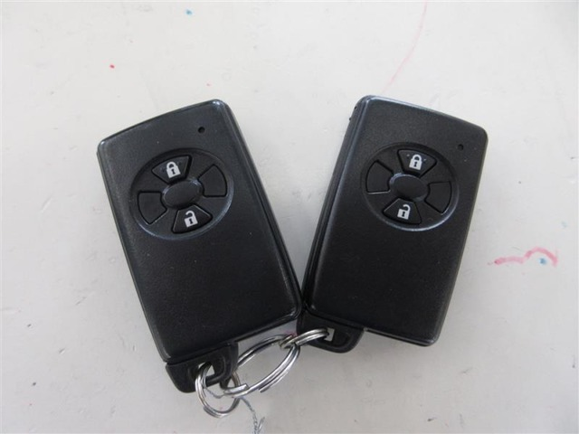 キーをバッグやポケットから出さずに、ドアハンドルで施錠・解錠ができるスマートエントリーです。