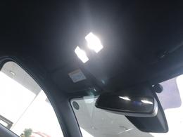 LEDルームライトに換装されています。保証対象外部品になっていますが明るくて見やすいですね!