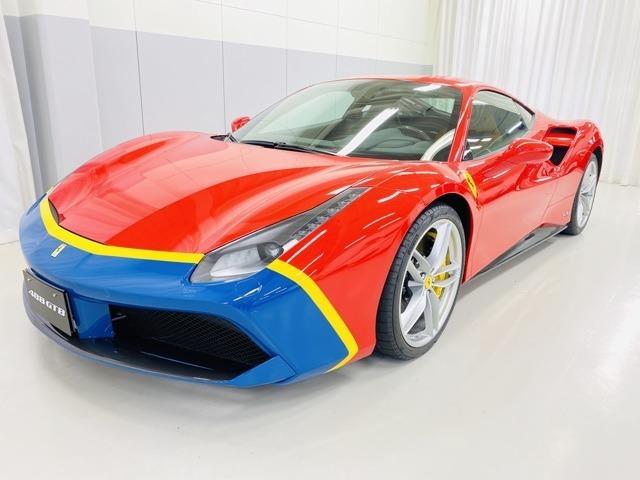 Ferrari70周年記念テーラーメイドプログラムの限定車。ジュネーブモーターショーのお披露目に登場した1台となっております。1956年・290MMを想起させるカラーリング。
