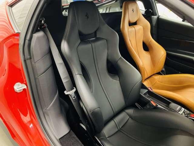 シートカラーをアシンメトリーにしたテーラーメイドシリーズの中でも一際珍しいデザイン。