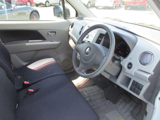 運転席側から見たインパネ。グレード:660XSスペシャル 車体色:パールホワイトマイカ