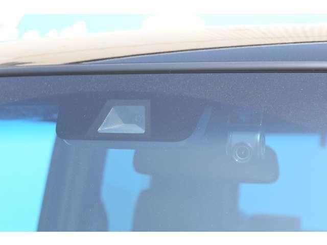 Honda SENSINGも装備で、安心ですよ!ドライブレコーダーも前後に装着しております!ドライブレコーダーも必須のアイテムになってきましたね!ナビ連動なので、スッキリしておりますよ!