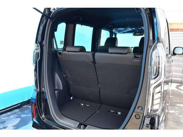 リアシートをたおすと多くのラゲッジスペースを確保できますよ!Nボックスは車内も広く多くの荷物をつんで頂けますよ!パワースライドドアもとっても便利でGOOD!ぜひお気軽にお問い合わせ下さいね!