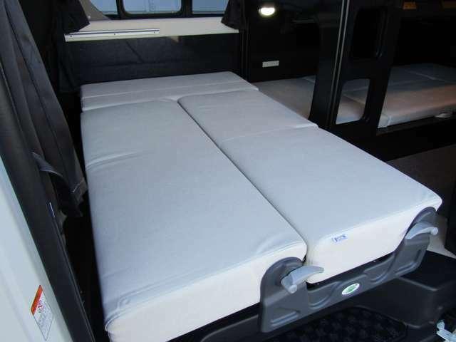 セカンドシートは160cm×80cmのベッドに展開できます♪