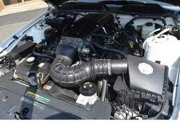 ノーマルでも4.6L V8でございますので十分なパワーを持ったエンジンですが、サリーン自慢のスーパーチャージャーを搭載したこのモデルは、ハイパワーを誇るモデルとなっております。