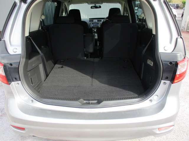 3列目シートを上げて頂くと大量の荷物も載せれます。