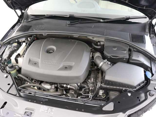 190ps/300Nm(カタログ値)を発生する2.0リッター4気筒直噴ガソリンターボエンジンが、力強い走りを実現。アイシン製6段ATとの組み合わせで、最 高水準の効率性とゆとりある走りを両立します。