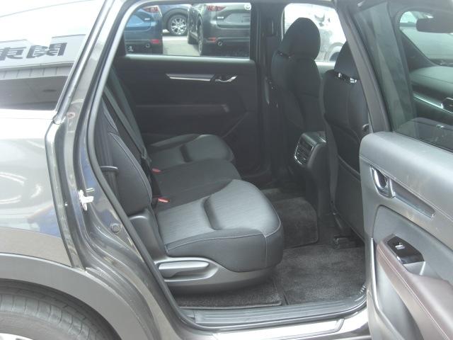 【3ゾーンオートエアコン】後席専用のエアコンユニットを搭載するとともに、セカンドシート下にサードシート用の吹き出し口を設置!室温を3列シート全体で均一に保つことが出来ます!後席でも快適に!
