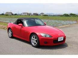 ホンダ車の赤色によくみられる、色あせなどは少ない車両です。