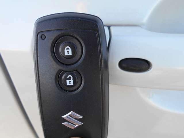 スマートキーなので鍵を出さなくても、鍵の開け閉めが可能です!特に女性のお客様には爪を傷つけずに出来ますので良いですね♪
