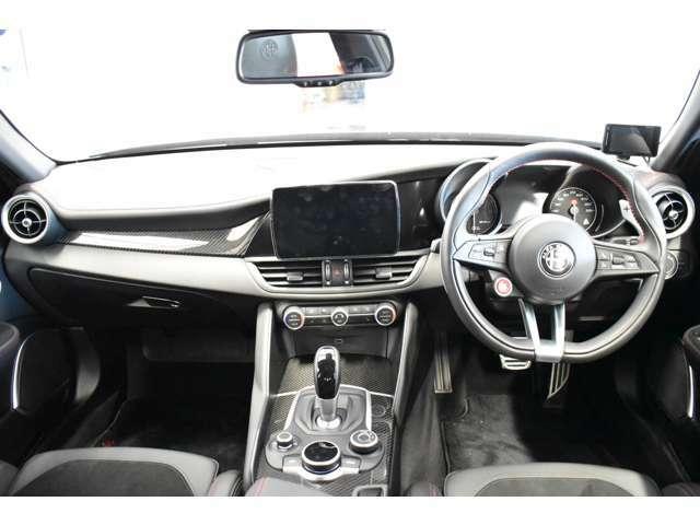 左右独立オートエアコンで車内環境を快適にいたします。