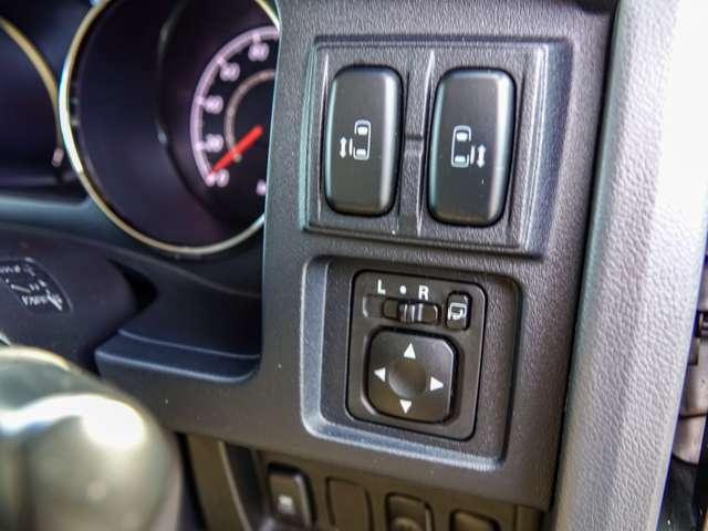 後席左右スライドドアは運転席のこのスイッチで開閉操作が可能です。