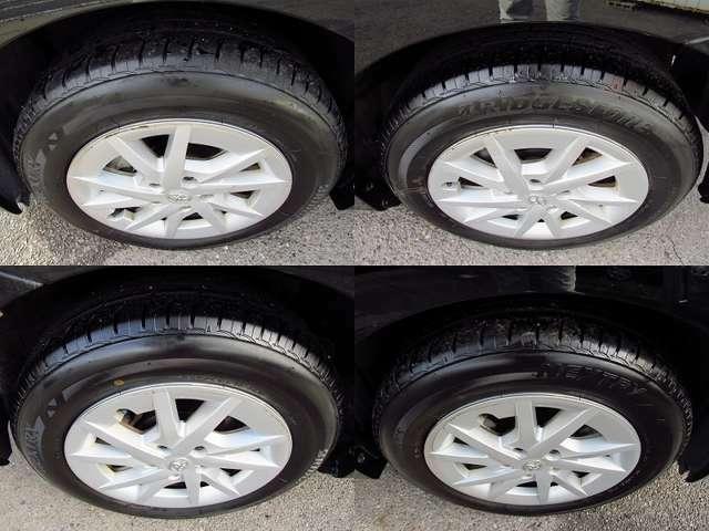 純正16インチアルミ。タイヤ溝もまだまだございます。