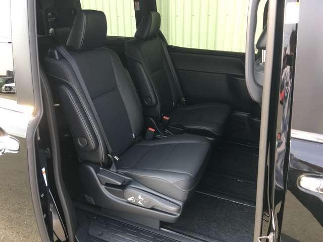 ◆2列目シート◆広々としたスペースで大人の方でも十分座るスペースがございます!オプションでシート撥水、内装丸洗いクリーニングなども取り扱っております。ご希望の際はスタッフまでお申し付けください。