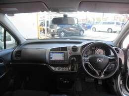 インパネ周りのお写真です。 視界も広く運転がしやすいお車です♪