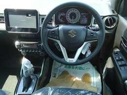 5スロットグリルをモチーフとした新デザインのフロントグリルボディと同色の新デザインリヤバンパーを採用し力強い印象に!コンパクトカーとSUV(スポーツ用多目的車)を融合させたコンパクトクロスオーバー!