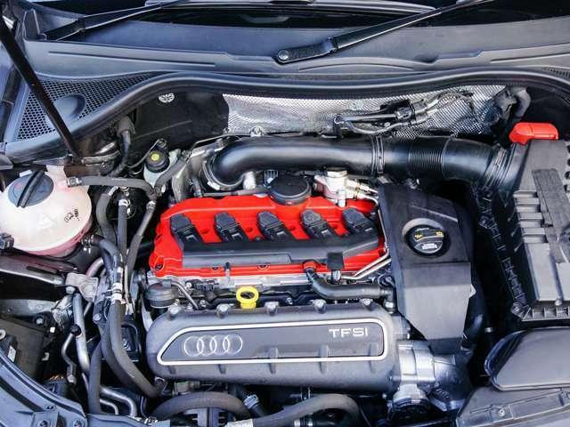 2.5L ターボエンジン。マニュアルモードによりスポーティなドライブを楽しめます。