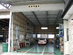 民間車検工場完備!車検もおまかせ!国家資格を持つベテランスタッフがお待ちしております。