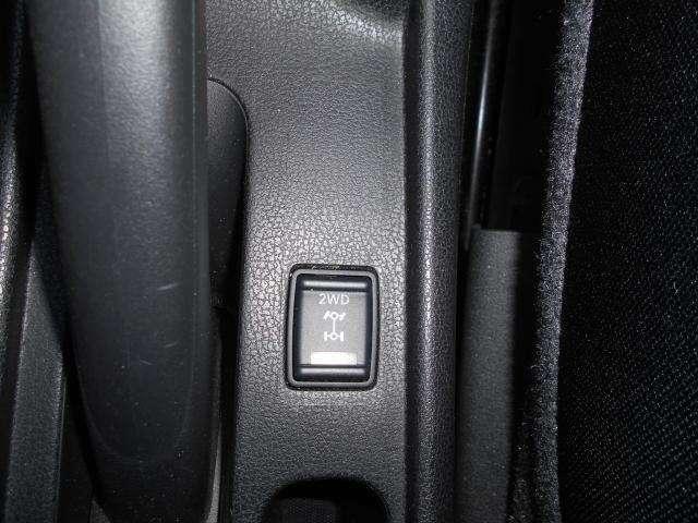 e-4WD(モーターアシスト式)なのでスイッチ一つで2WD⇔4WDの切り替えが行えます