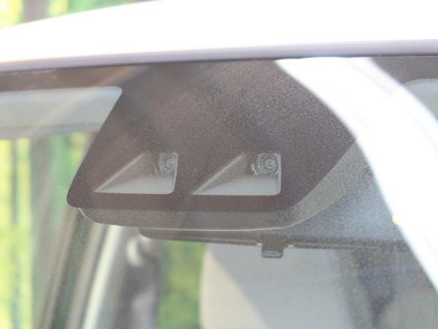 【スマートアシストIII】渋滞などでの低速走行中、前方の車両をレーザーレーダーが検知し、衝突を回避できないと判断した場合に、ブレーキが作動。追突などの危険を回避、または衝突の被害を軽減します。