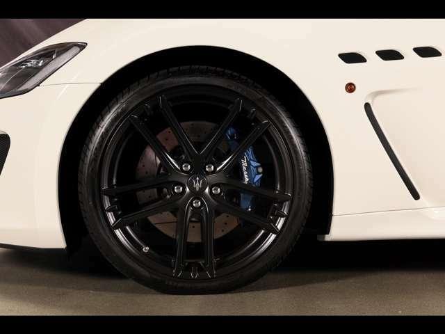 カラードブレーキキャリパー(Blu opaco anodizzato)&タイヤプレッシャー (モニタリングシステム)