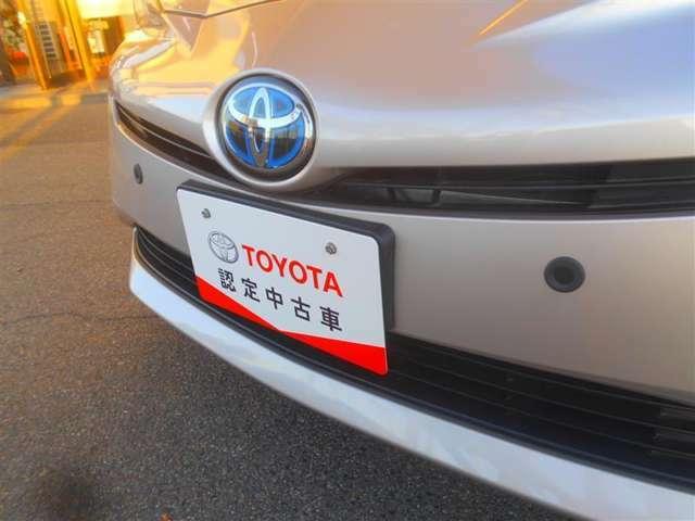 こちらの車両には後付けトヨタ純正踏み間違い加速抑制システムIIが付いています。