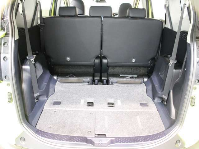 サードシートを収納すると更なるスペースを確保できます!