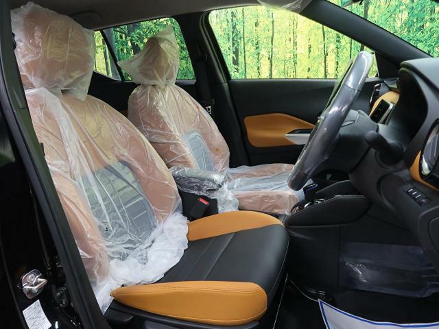 レザーシートが高級感たっぷり!フロントシートはゆったり空間☆長時間の走行でもストレスがかかりにくくなっております!ゆったり空間で快適なドライブを楽しめますよ♪