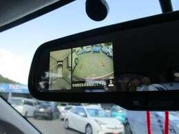 【バックモニター】ミラータイプのバックモニター^^♪シフトを「R」に入れるとナビ画面に後方映像が表示されます♪車庫入れやお買い物などの駐車時に便利ですよ♪
