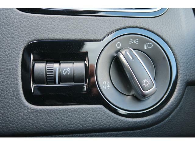 直感でわかりやすいダイヤル式を採用し、目視せずにライトポジション、フォグライトの設定が確認できます。
