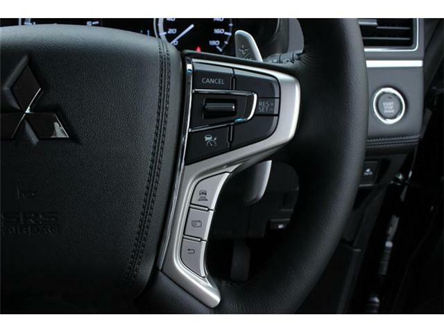 レーダークルーズコントロールシステム。先行車の加速・減速・停止に追従走行。設定した車間距離を保ちながら走行。