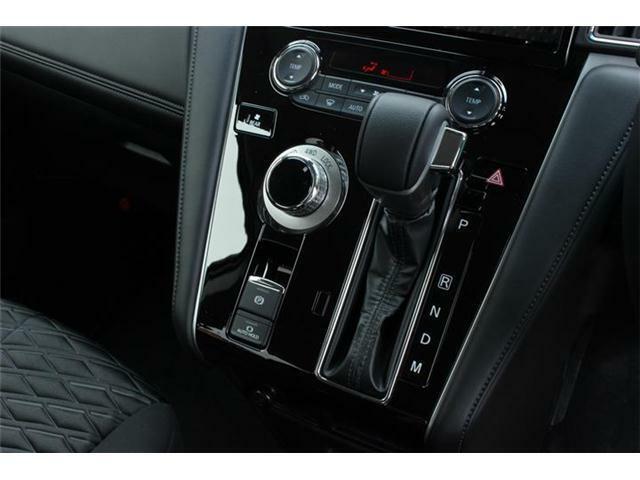 安心の4WDです!シフト操作がしやすく快適なドライブをお楽しみ頂けます♪本革巻ステアリングホイールが高級感あります!