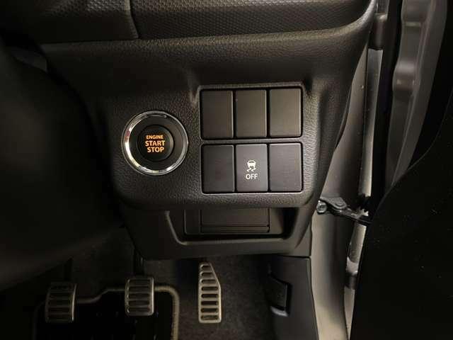 「キーレスプッシュスタートシステム」。ブレーキを踏みながらスタータースイッチを押すだけでエンジンが始動!走りの高揚感を、よりいっそう高めます!