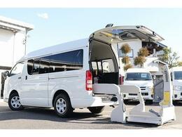 トヨタ レジアスエース ウェルキャブ車いす移動車Bタイプ 電動スイングアームリフト 車いす固定装置