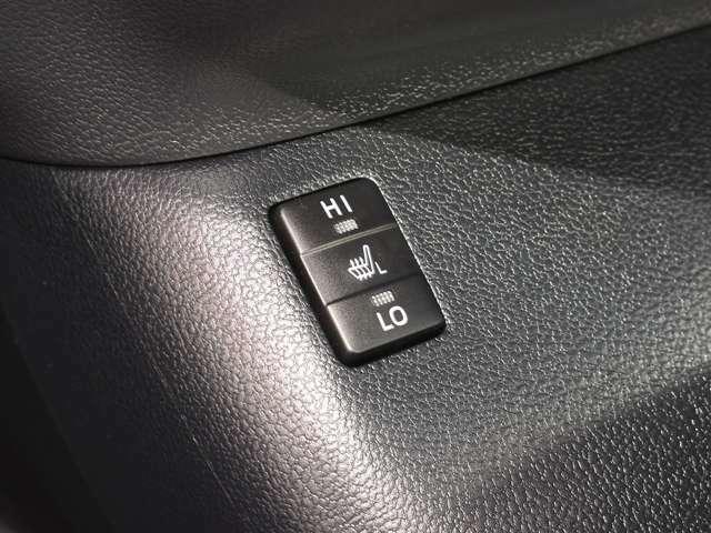 ☆快適温熱シート(運転席・助手席)☆寒い季節に利便性が増す快適なシートで、上級ファブリックのシート素材。