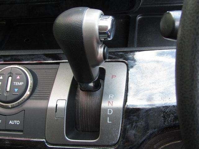 操作性の良いインパネシフト!快適なドライブをお楽しみ頂けます!