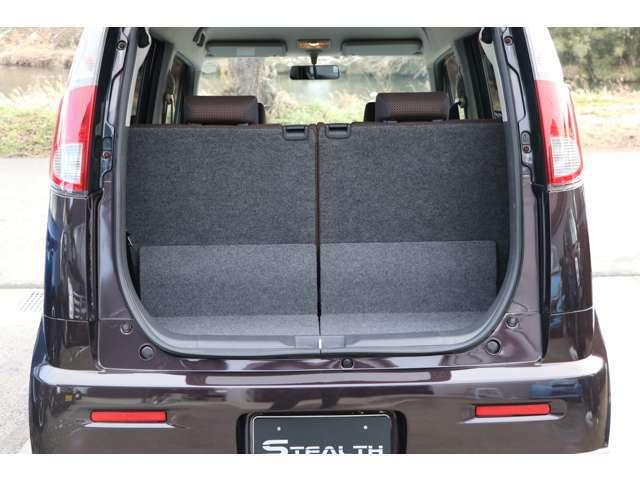 シートを倒すとフラットになりますので荷物を載せる際にも便利です!