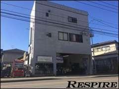 JR博多南駅近くに当店はございます。駅にお迎えに行くことも可能ですのでご連絡頂ければ幸いです♪