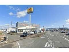 当店は「伊勢神宮」でお馴染の三重県伊勢市にございます!国道23号線沿いのケーズデンキ様の南隣、この大きな立看板が目印です!